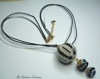 Necklace with 3 white Pearly beads, iridescent black