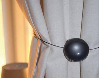 Kiss Agathe magnet colorizes curtain
