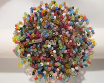 bague multicolore, petits cercles brodés