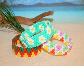 "Elastic ""escape"" woven bracelet with hama beads"