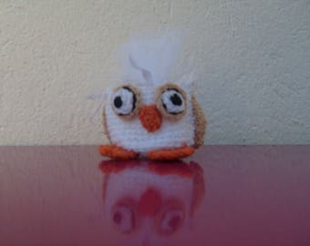 OWL in white and beige wool for sweets