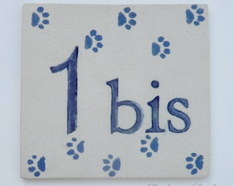 Door number '1' deco footprints cat paws, stoneware plate