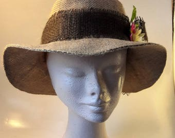 Hat oval taupe and white flower headband
