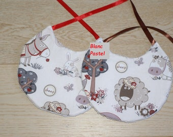 "set of 2 round bibs ""farm animals"""