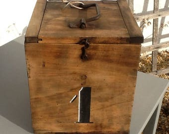 BOX TREASURE CHEST BOX ANTIQUE STYLE INDUSTRIAL LOFT WOODEN SOLID RAW WITH FIGURE