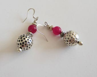 Earrings pearls hammered silver metal and glass beads