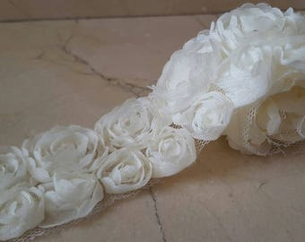 1 meter Ribbon lined lace ivory organza flowers
