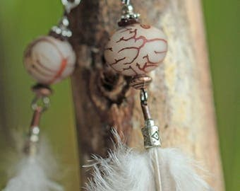 Earrings pearls seed and metal, grey and white feathers