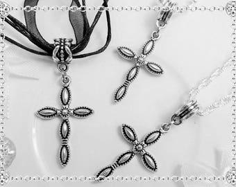 Beautiful cross pendant in Tibetan silver - finely chiseled - 4 cms