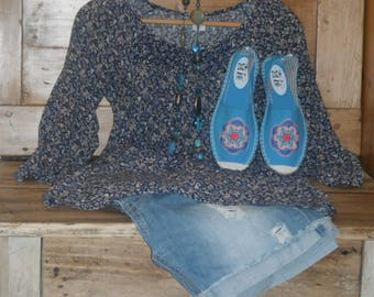 Size 39 / 70's blue spirit sneakers customized with crocheted flowers