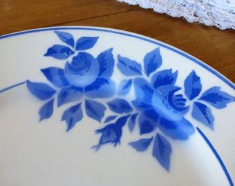 """Assiette en porcelaine orpheline à fleurs bleues """"Taurion"""" Limoges / Single porcelain plate from Limoges, """"Taurion"""""""
