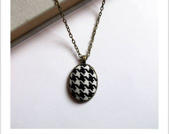 Necklace cabochon adjustable foot black and white houndstooth fabric