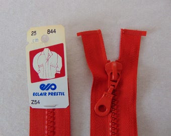 Zip closure, molded, bright red (Z54 844)