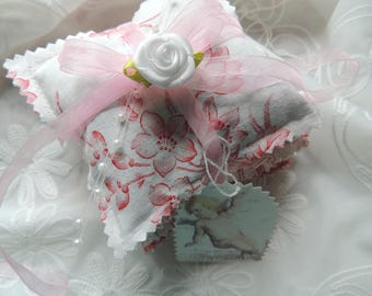 4 Small fragrance pillows filled with lavender and 1 kl. Map shabby