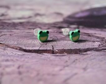 Frog Stud Earrings green. jewel