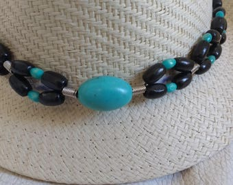 Country hat in black and turquoise wood bead Choker