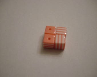 4 striped cube resin pink and white 8 mm beads
