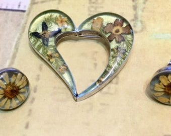 Vintage Sterling Silver Heart Shaped Brooch and Button Style Earrings with Dried Flowers in Lucite