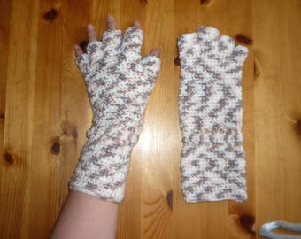 Knit fingerless mittens for little hands