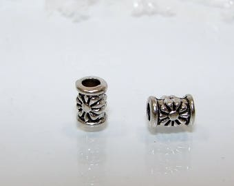 2 beads in silver, cylindrical spacer flower decor.
