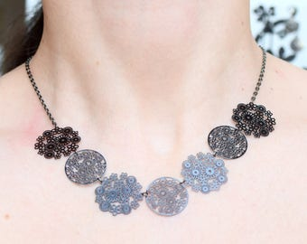 Lightweight black prints necklace