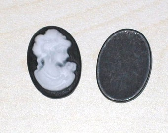 """""""Cabochon resin"""" cameo black white """"size 13x18mm"""