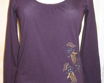 Purple top and flowers and rhinestones.