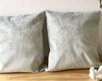 very soft velvet cushions