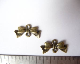Package includes two bows