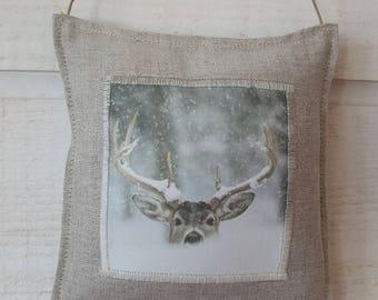 Door linen deer pillow in the snow (No. 2)