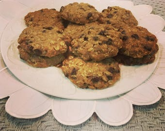Dairy Free Oatmeal-Chocolate Chip Lactation Cookies with a hint of Pumpkin Spice. Made with organic ingredients! (One Dozen)