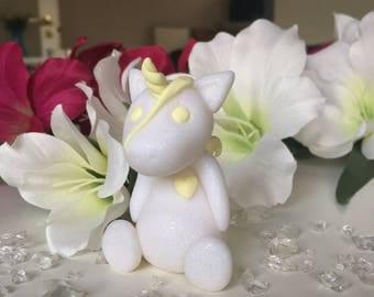 White glitter unicorn with vanilla details