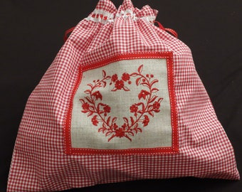 Lingerie bag in gingham with a red heart embroidered application