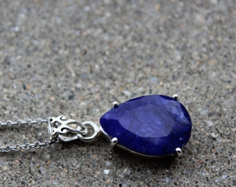 Blue Sapphire necklace - Sapphire - brings serenity