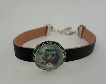 Leather strap and cabochon the cat in Alice in Wonderland countries.