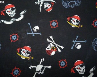 Fabric Z137 skulls on black coupon 35x50cm