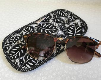 Eyeglass or Sunglasses Case, Padded Pouch