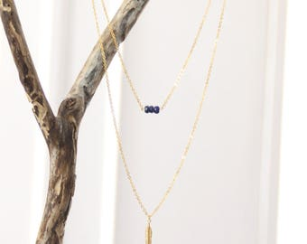 Double strand necklace / lapis lazuli & feather gold