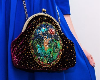 Theatrical handbag with embroidery, in a retro style