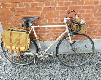 Men's vintage bike + / 1980 brand Peugeot with the original bags