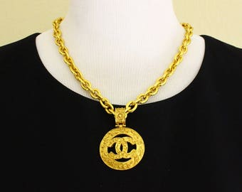 Authentic Vintage Chanel Gold Plated Chain & Pendant Necklace