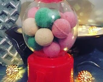 Bubblegum ball machine with bath bombs