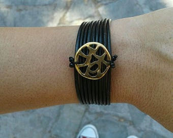 Leather bracelet by Dos with gold coloured circle