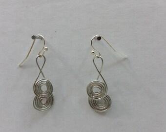 Circular wire earrings.