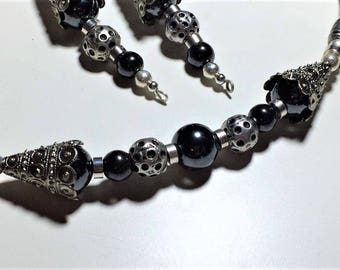 Vintage style necklace in pewter and hematite