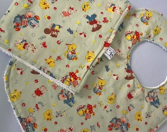 Vintage Bib and Burp Cloth Set, Retro Bib, New Baby Gift, Christening Gift, Baby Shower Gift