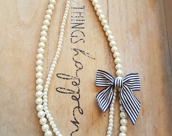 Vintage style pearl necklace with bow