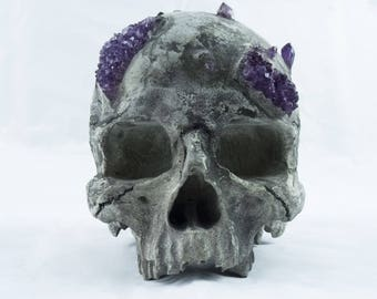 Human skull imitation & amethyst
