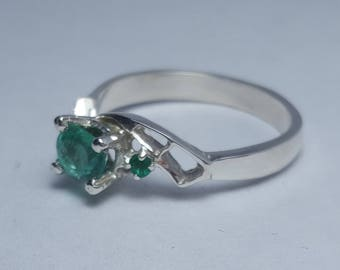 Gorgeous Natural Colombian 0.48ct Emerald, Sterling Silver 925k RING