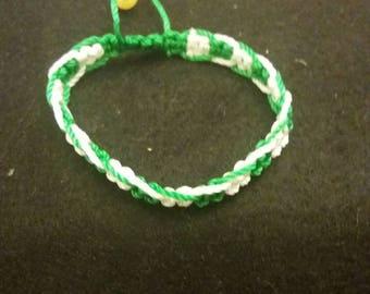 Green and white macrame bracelet